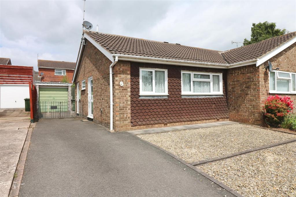 2 Bedrooms Semi Detached Bungalow for sale in Corbison Close, Warwick