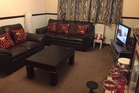 2 bedroom flat to rent - Whalebone Lane South, Dagenham RM8
