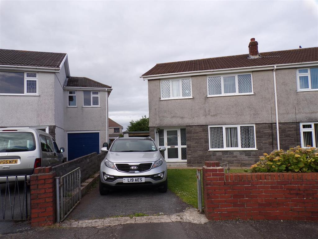 3 Bedrooms Semi Detached House for sale in Llwynderw, Gorseinon, Swansea