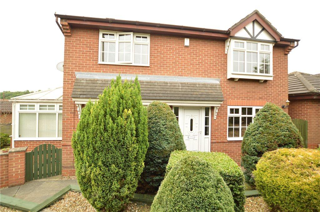 3 Bedrooms Detached House for sale in King George Croft, Morley, Leeds