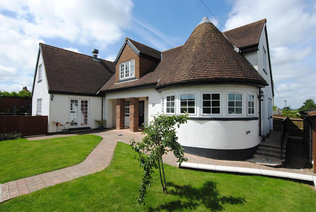 4 Bedrooms Detached House for sale in Holders Road, Amesbury, Salisbury SP4