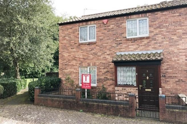 3 Bedrooms Semi Detached House for sale in 5 Aintree Close, Leegomery, Telford, Shropshire, TF1 6UY