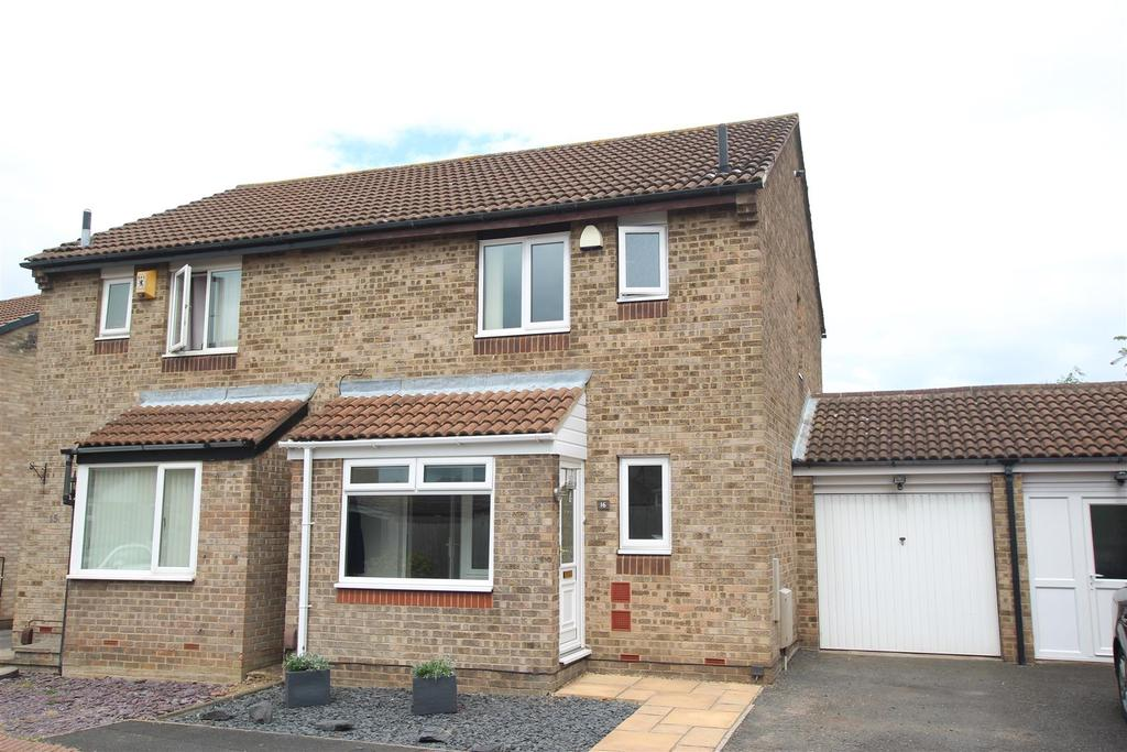 2 Bedrooms Semi Detached House for sale in Castlebay Court, Darlington