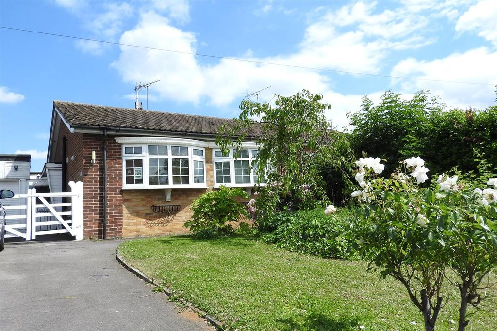 3 Bedrooms Semi Detached Bungalow for sale in Plantation Road, Boreham, Chelmsford