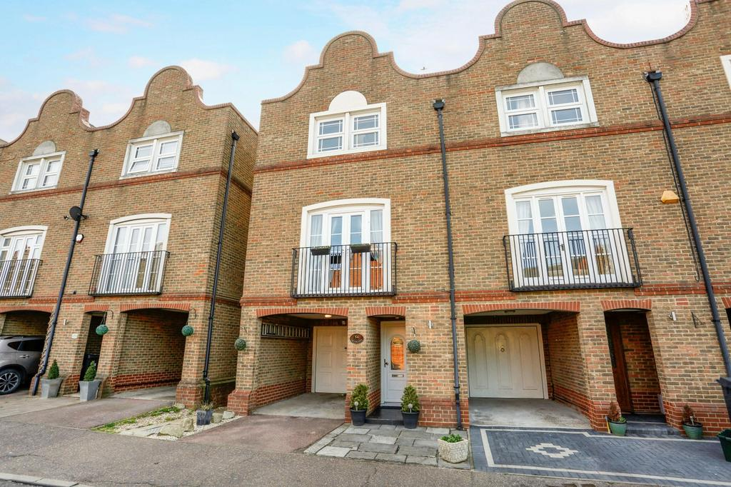 4 Bedrooms End Of Terrace House for sale in Drywoods, South Woodham Ferrers, Chelmsford, Essex, CM3