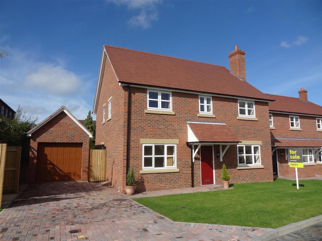 4 Bedrooms Detached House for sale in 1 Golden Arrow Court, Longden, Shrewsbury