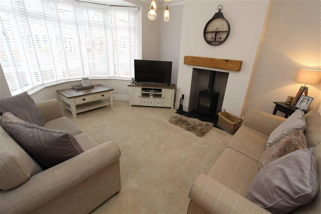 3 Bedrooms Semi Detached House for sale in Savage Road, Bridlington, YO15