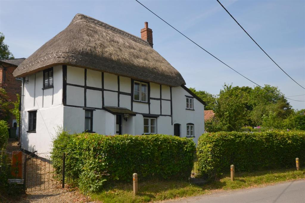2 Bedrooms Cottage House for sale in Greengate Road, Wedhampton, Devizes