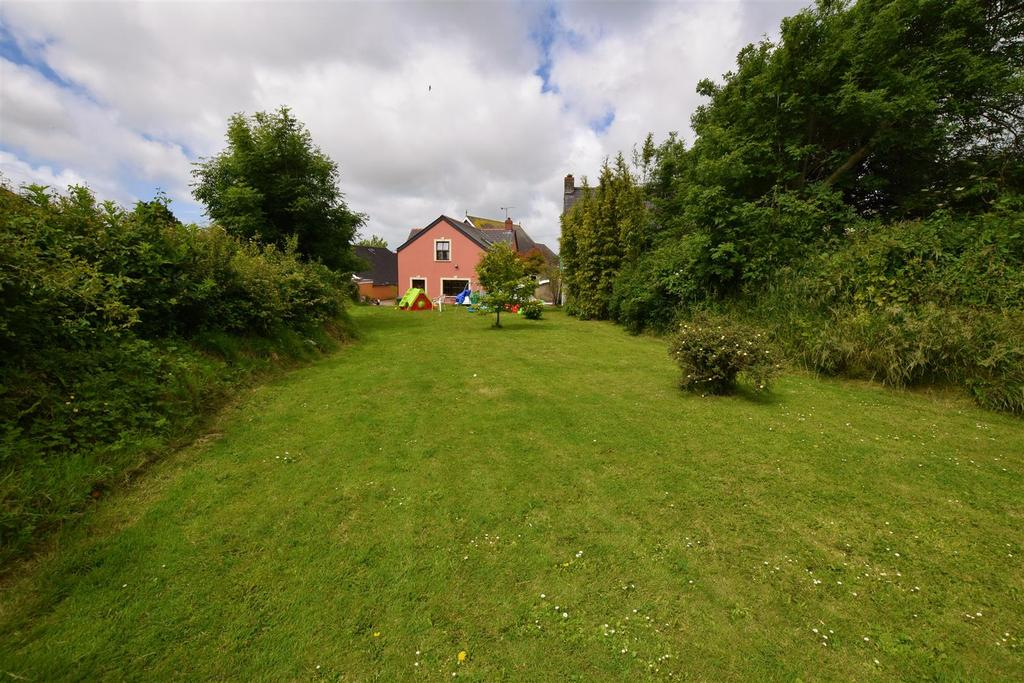 4 Bedrooms Cottage House for sale in Llangwm