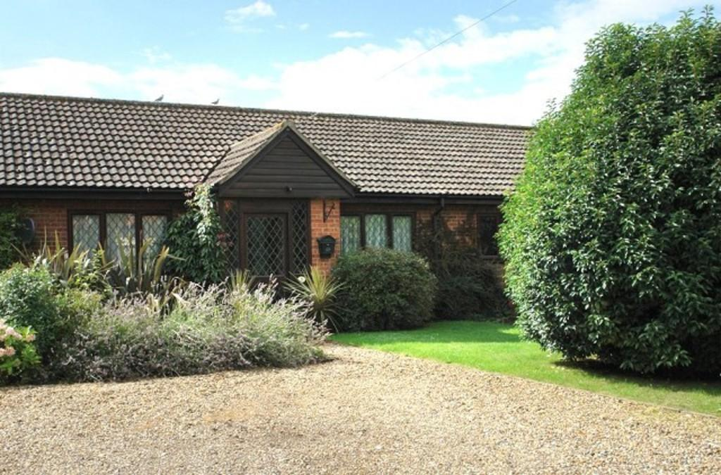 2 Bedrooms Bungalow for sale in Blacksmiths Court, Tunstead