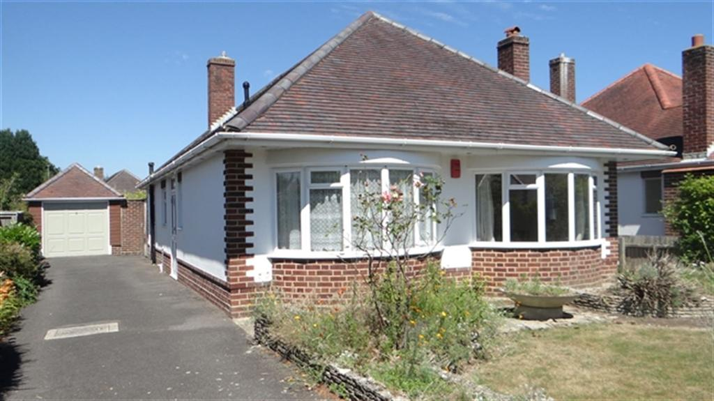 3 Bedrooms Bungalow for rent in Craigmoor Avenue, Bournemouth