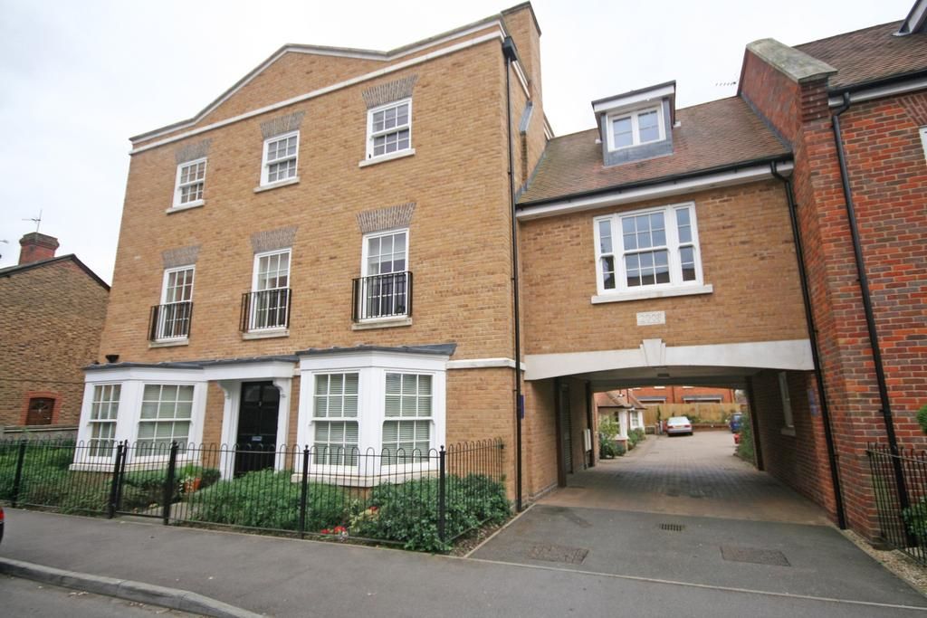 2 Bedrooms Apartment Flat for sale in Beaconsfield