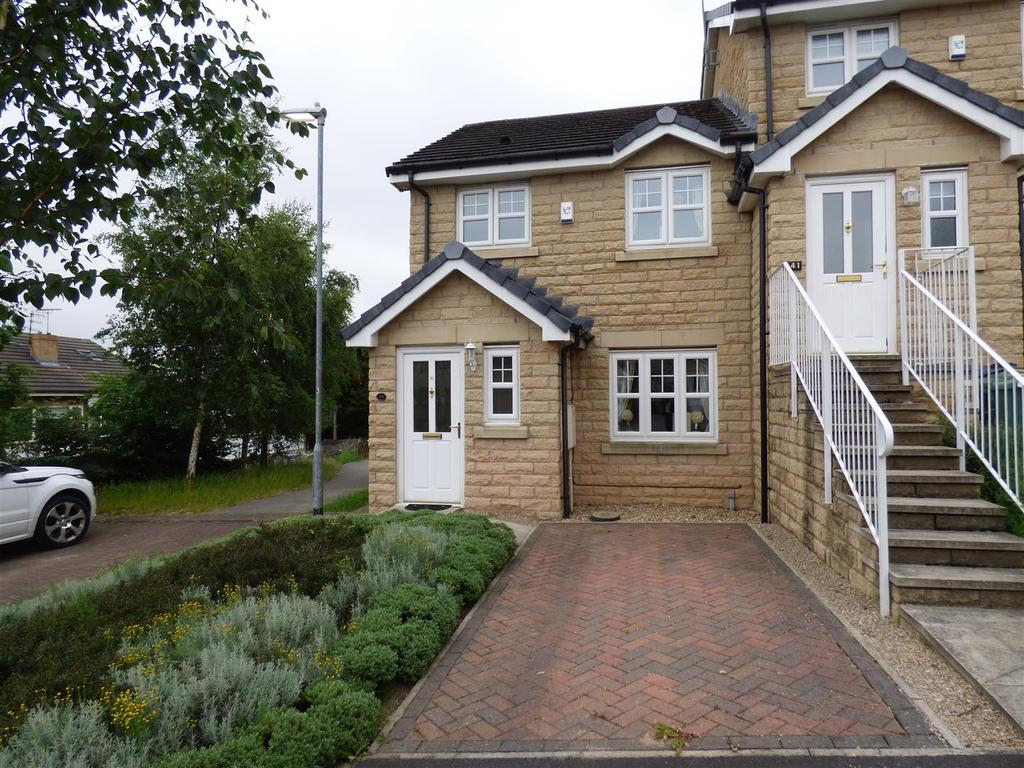 3 Bedrooms Town House for sale in Greenfield View, Batley, WF17 8FG