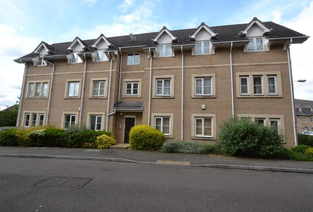 2 Bedrooms Apartment Flat for sale in Walnut Close, Steeple View, Essex, SS15