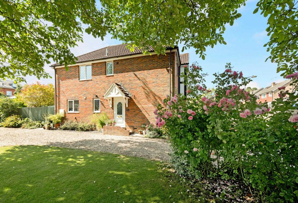 4 Bedrooms Detached House for sale in Cobbetts Ride, Tring