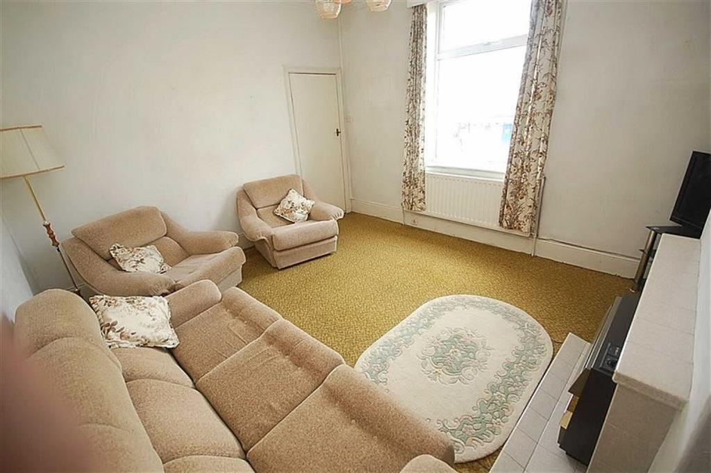3 Bedrooms End Of Terrace House for sale in Eldroth Road, Halifax, HX1