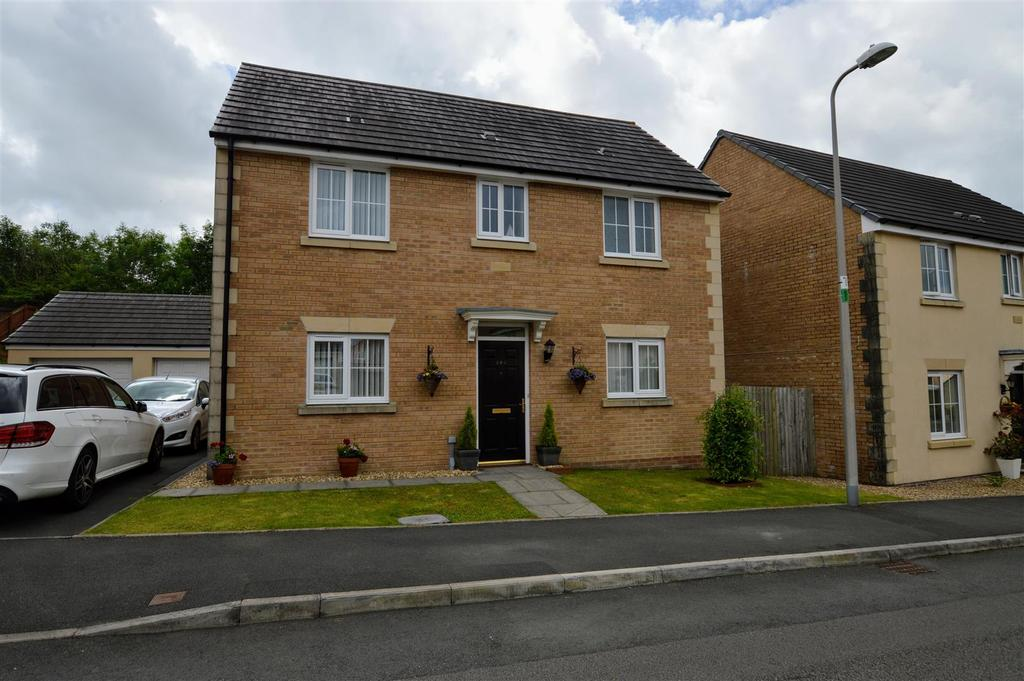 3 Bedrooms Detached House for sale in Betws