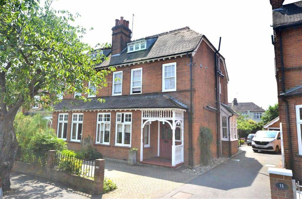 5 Bedrooms Semi Detached House for sale in Lower Park Road, Loughton, Essex