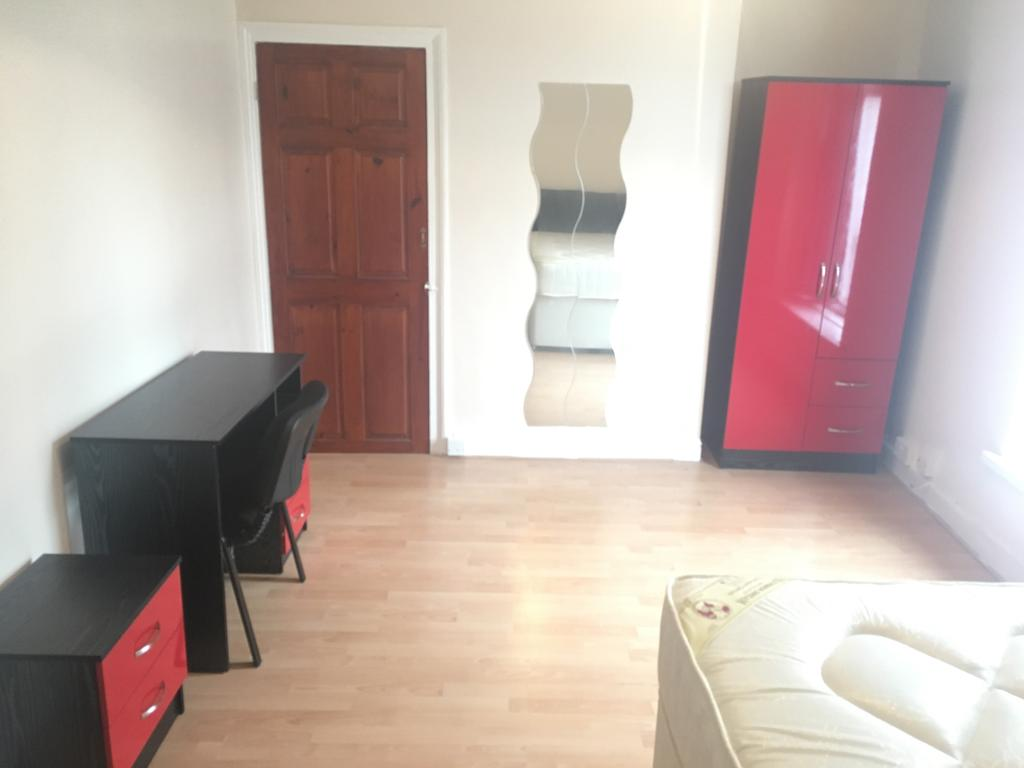 5 Bedrooms Terraced House
