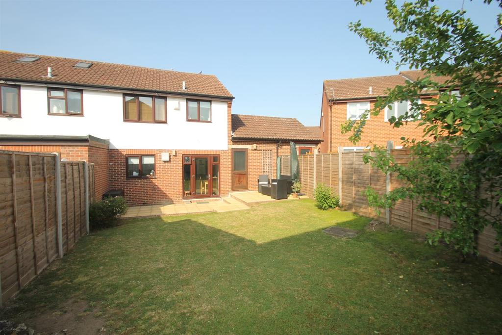 3 Bedrooms Semi Detached House for sale in The Spillway, Maidstone