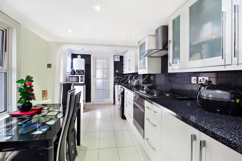 3 Bedrooms Terraced House for sale in Hither Green, SE13