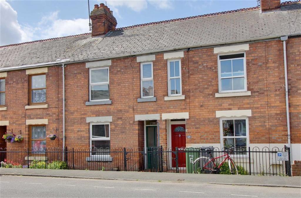 3 Bedrooms Terraced House for sale in Bath Road, Stonehouse, Gloucestershire