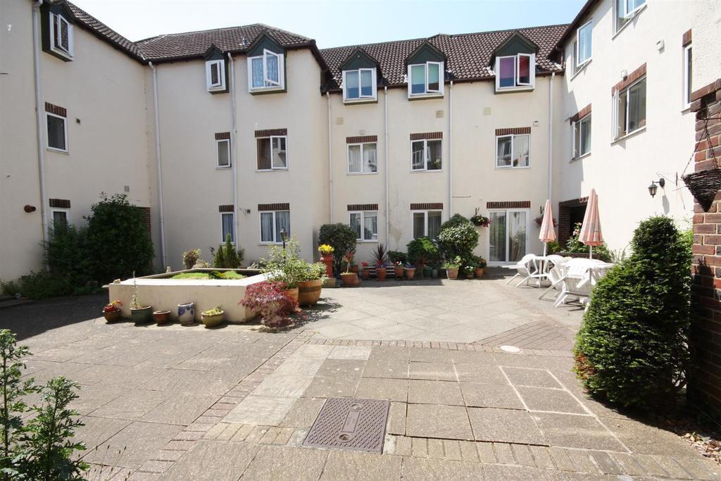 2 Bedrooms Flat for sale in Fair Oak Road, Fair Oak, Eastleigh