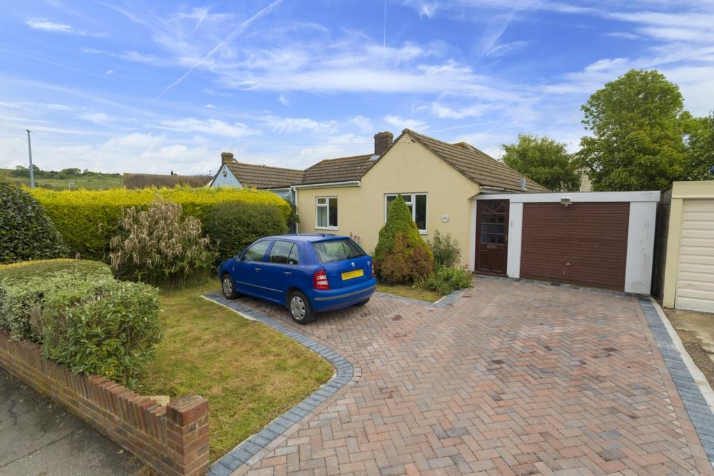2 Bedrooms Bungalow for sale in Palmarsh Avenue, Hythe, CT21