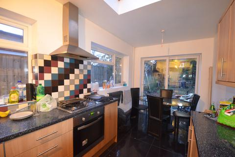 6 bedroom terraced house to rent - Modern 6 Double Bedroom Property, 2 Bathrooms, Warwards Lane, Selly Oak