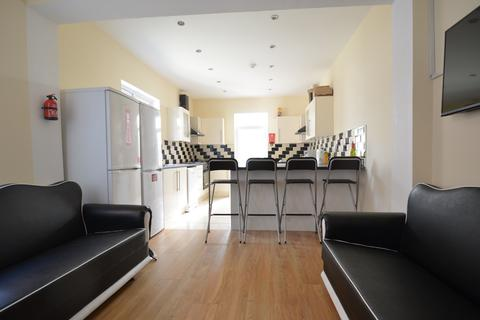 6 bedroom terraced house to rent - Newly Refurbished 6 Ensuite Double Bedroom Student House on Tiverton Road, Selly Oak 2017 - 2018