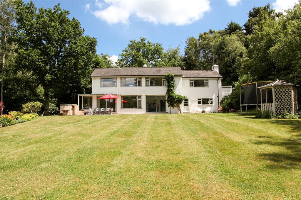 4 Bedrooms Detached House for sale in Monks Well, Farnham, Surrey, GU10