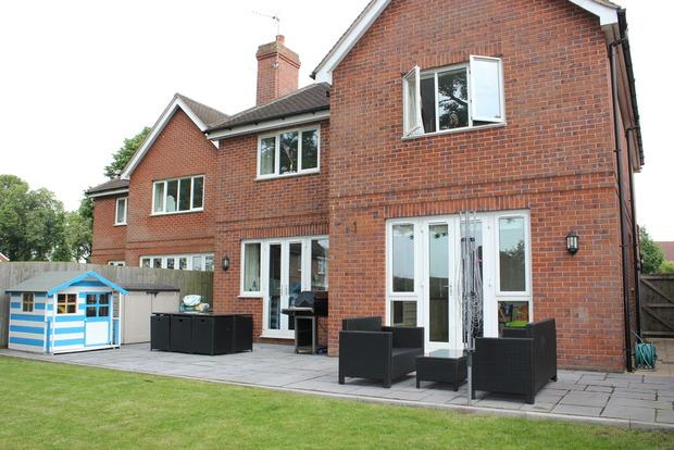 4 Bedrooms Detached House for sale in Milton Gardens, Narborough, Leicester, LE19