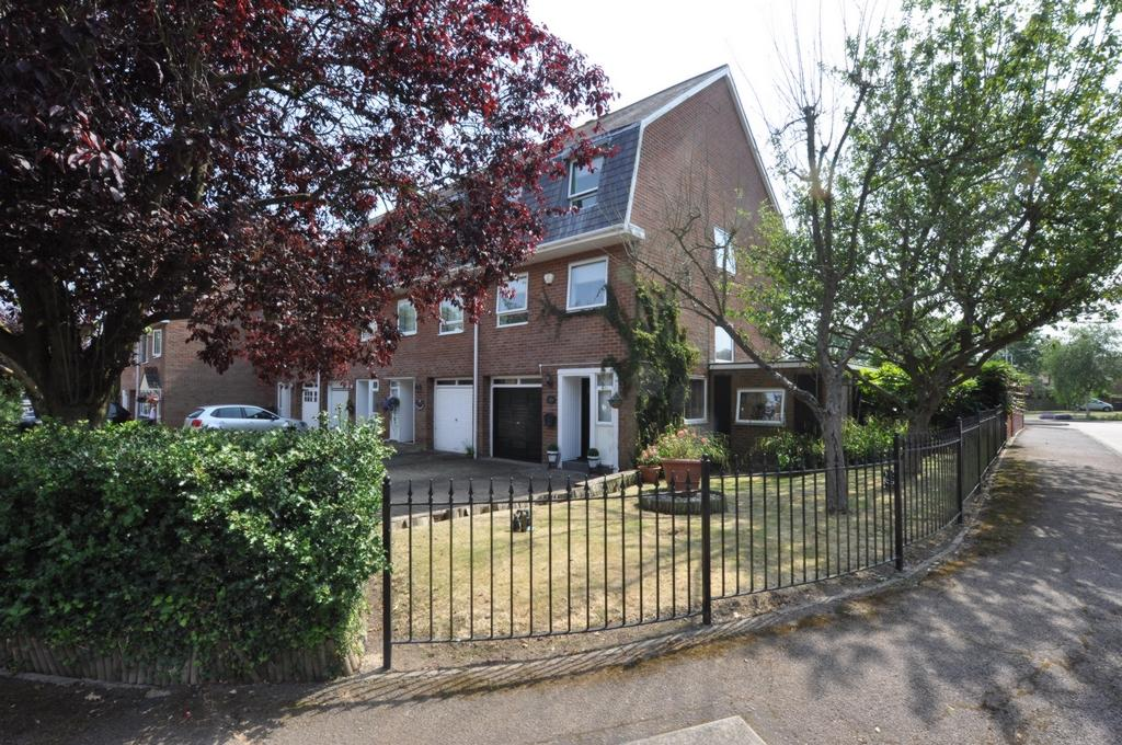 4 Bedrooms Town House for sale in The Drummonds, Epping, CM16