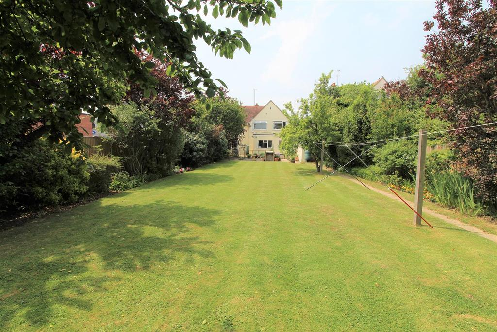4 Bedrooms Detached House for sale in Connaught Avenue, Frinton-On-Sea