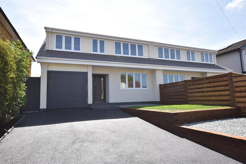4 Bedrooms Semi Detached House for sale in Creek View Avenue, Hullbridge