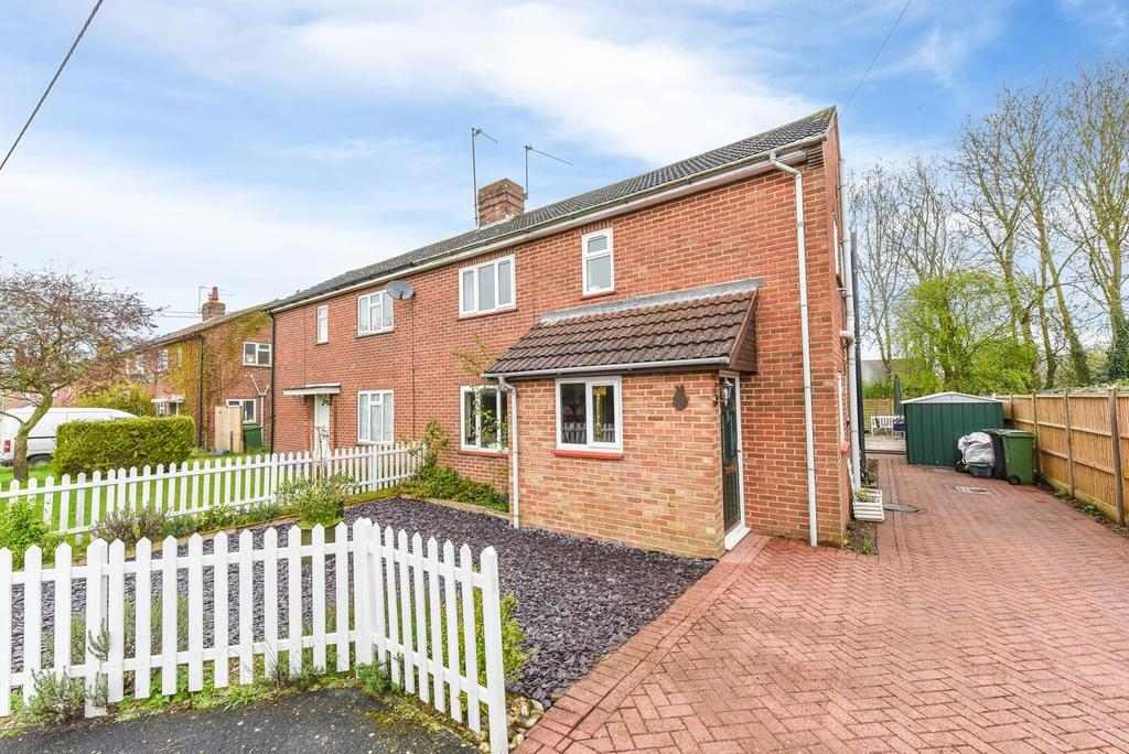 3 Bedrooms Semi Detached House for sale in The Knowlings, Whitchurch, Whitchurch RG28