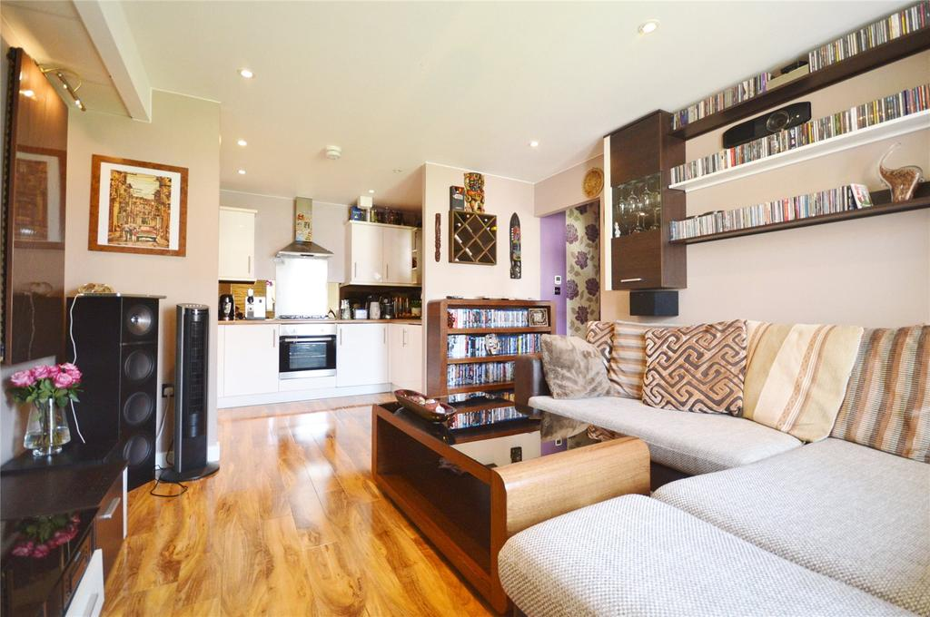 2 Bedrooms Apartment Flat for sale in Hales Court, Ley Farm Close, Watford, Hertfordshire, WD25