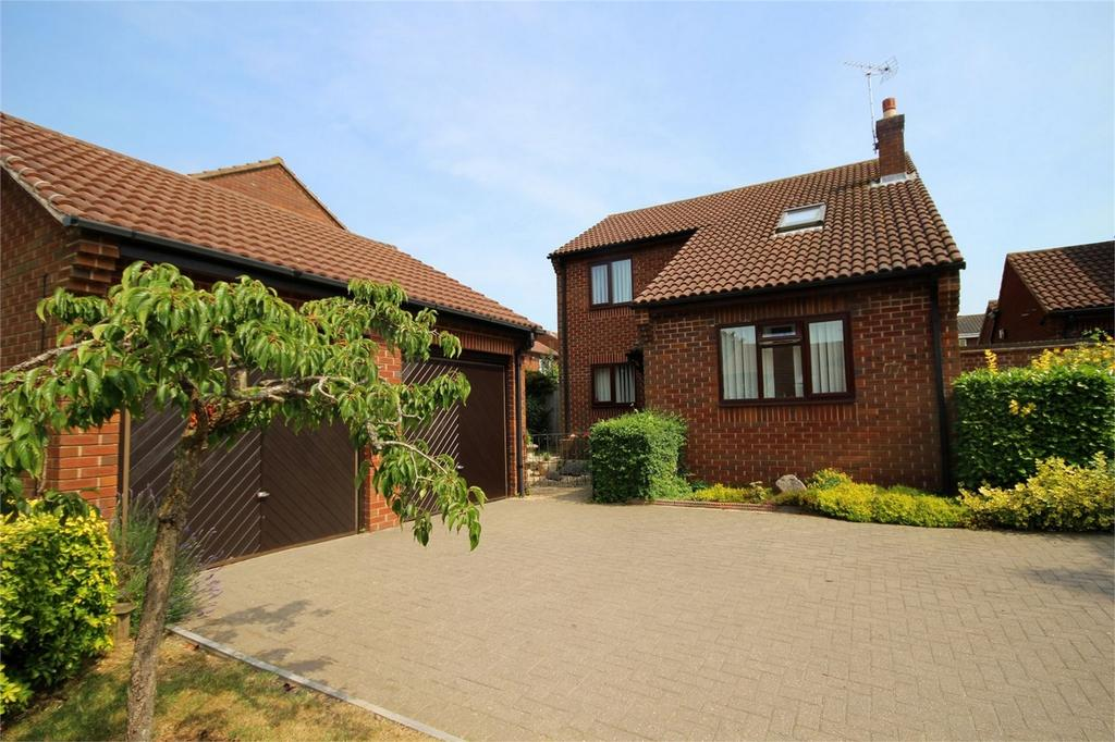 4 Bedrooms Detached House for sale in Blackmore, Letchworth, Herts