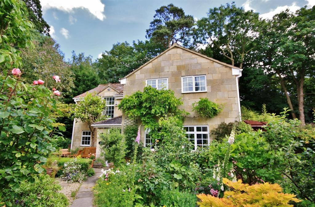 3 Bedrooms Detached House for sale in Wingfield, Trowbridge