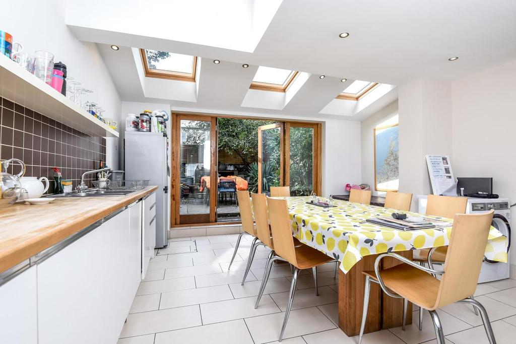 4 Bedrooms Terraced House for sale in Dalyell Road, Brixton, SW9