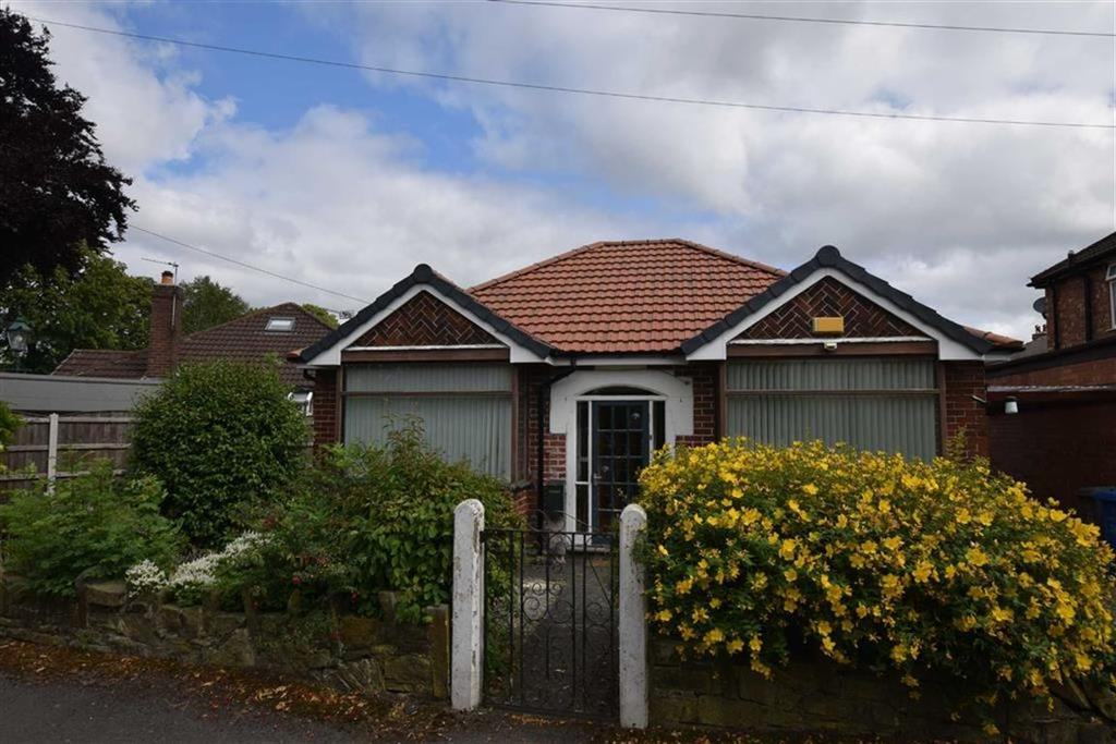 2 Bedrooms Detached Bungalow for sale in Hodnett Avenue, Urmston, Manchester