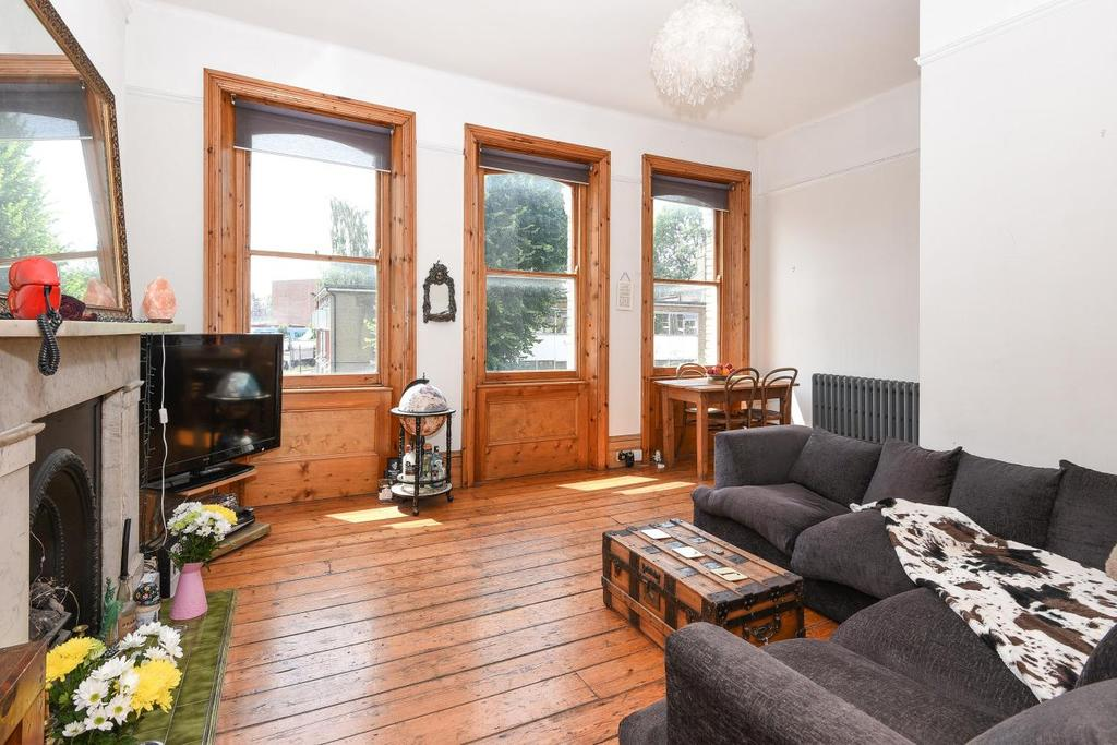 2 Bedrooms Flat for sale in Ribblesdale Road, Crouch End