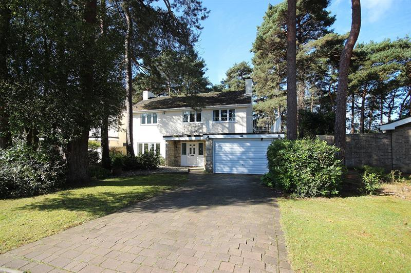 4 Bedrooms Detached House for sale in Widworthy Drive, Broadstone