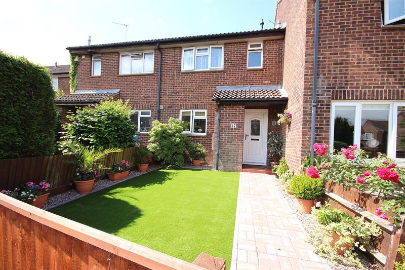 3 Bedrooms Terraced House for sale in Nuthatch Close, Creekmoor, Poole