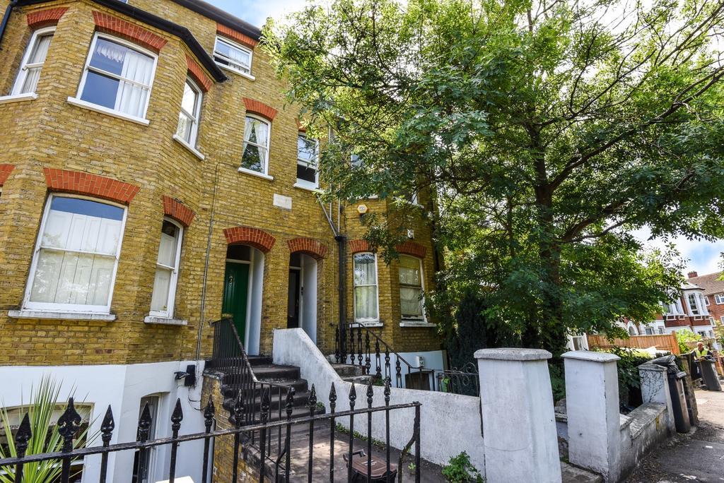 1 Bedroom Flat for sale in Avenue Park Road West Norwood SE27