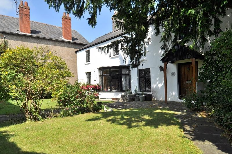 4 Bedrooms Detached House for sale in Mount Farm House, Station Road, Dinas Powys, Vale Of Glamorgan. CF64 4DE