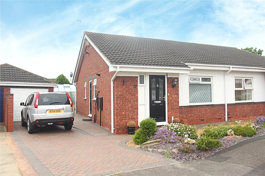 2 Bedrooms Semi Detached Bungalow for sale in Hanbury Close, Ingleby Barwick