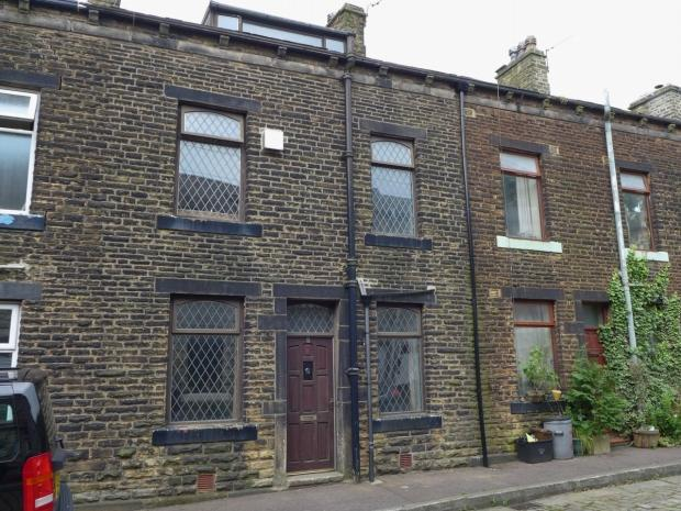 1 Bedroom Terraced House for sale in Victoria Street Todmorden