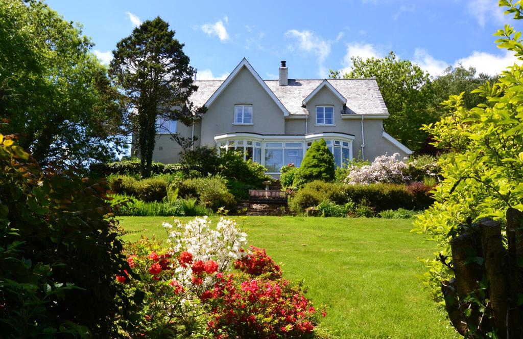 4 Bedrooms Detached House for sale in Torrington, Devon