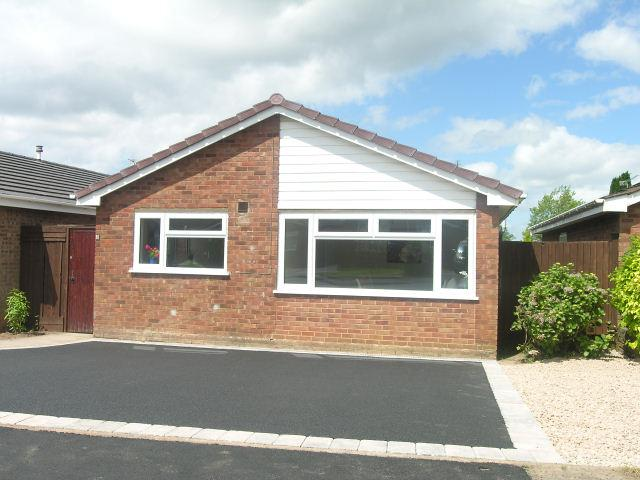 2 Bedrooms Detached Bungalow for sale in St Thomas Close,Aldridge,Walsall